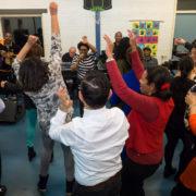 Kleurrijk dansen in Mozaiek