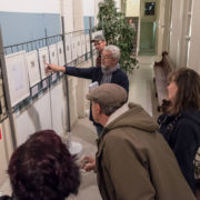 Bewoners bezoeken Gallery Crawl