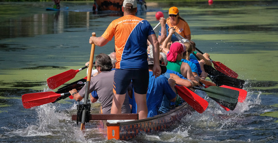 Drakenboot races beheersen waterfestival