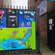 Nieuwe kleurrijke poort voor het Kinderparadijs!