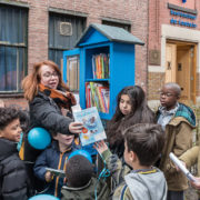 Kinderboekenkast naar de straat